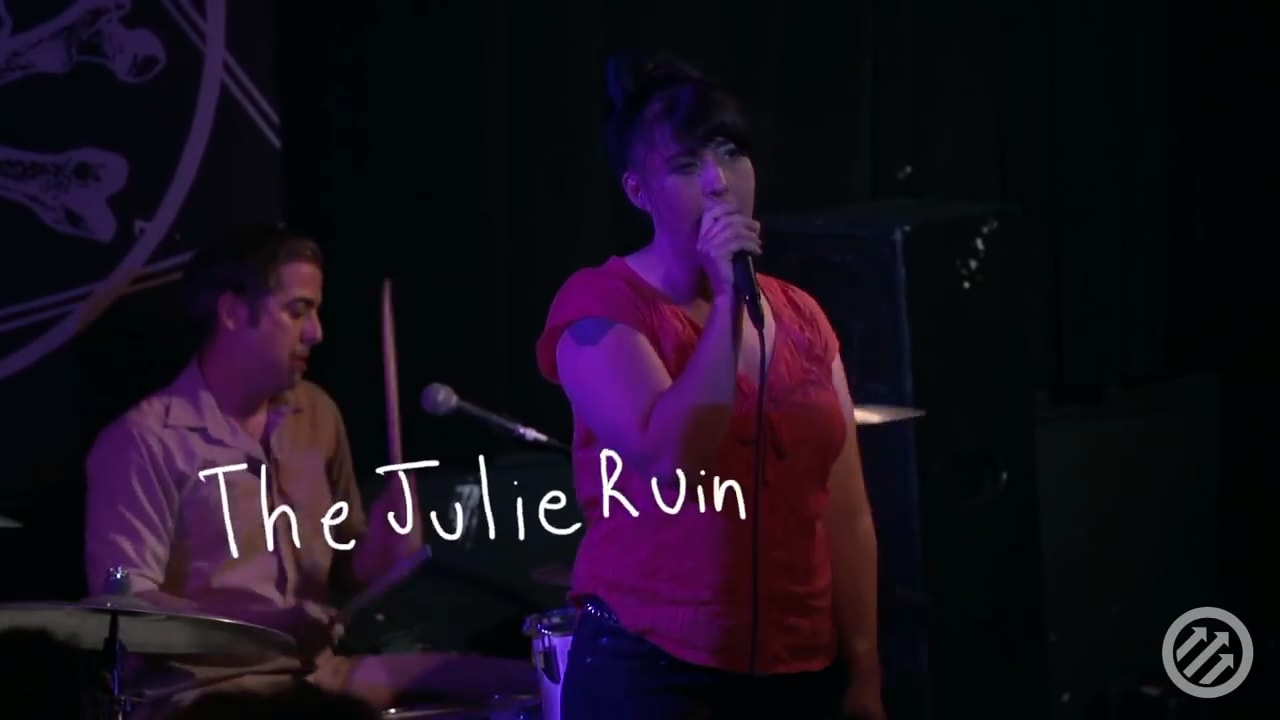 Julie-Ruin-perform